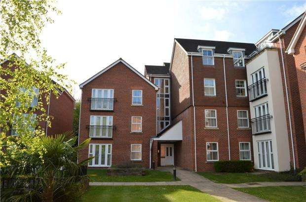 2 Bedrooms Flat for sale in Birch Meadow Close, Warwick, Warwickshire