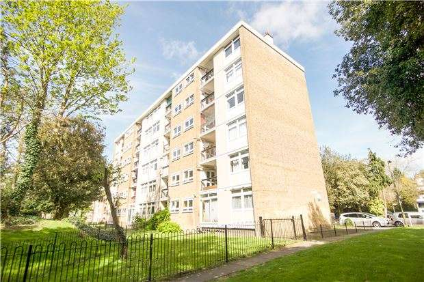 3 Bedrooms Flat for sale in Oakman House, Tilford Gardens, LONDON, SW19 6EP