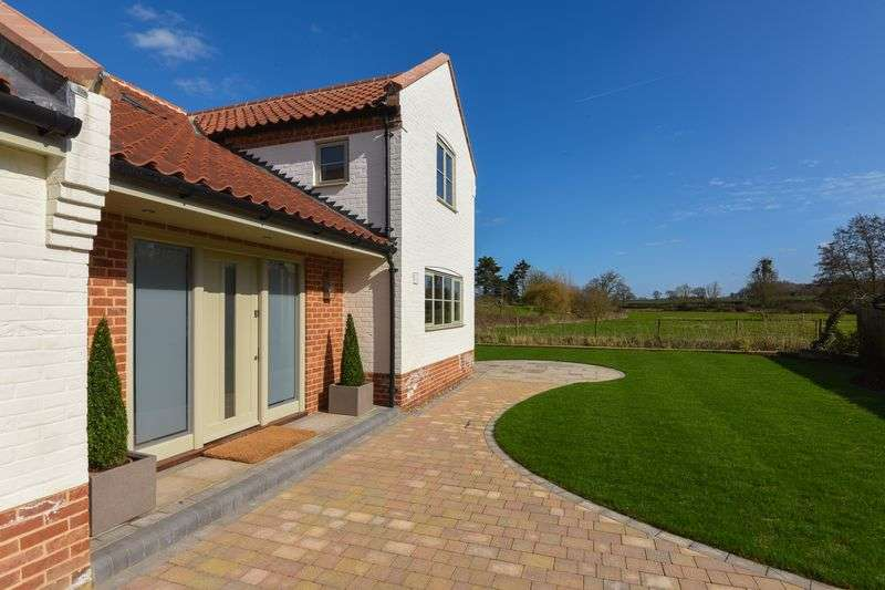 4 Bedrooms Detached House for sale in The Street, Saxlingham Nethergate, Norwich