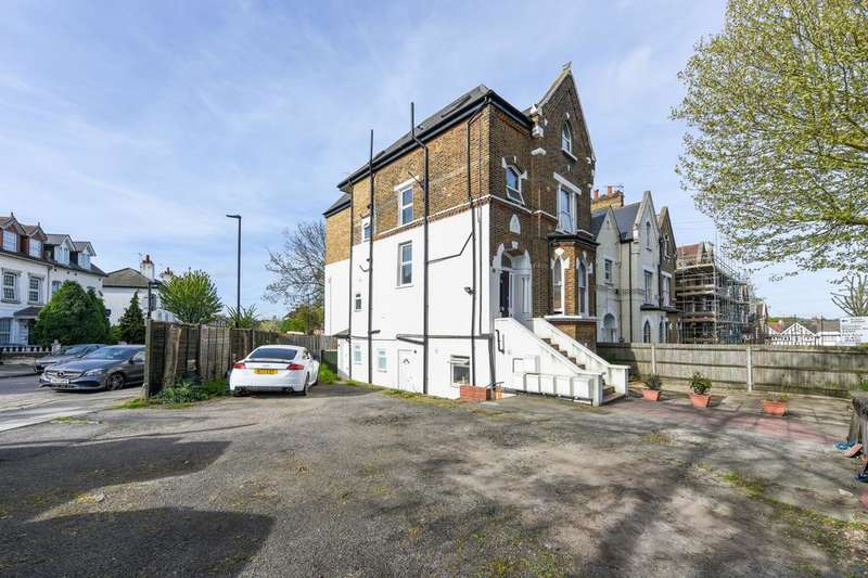 1 Bedroom Flat for sale in Leamington Park, London W3