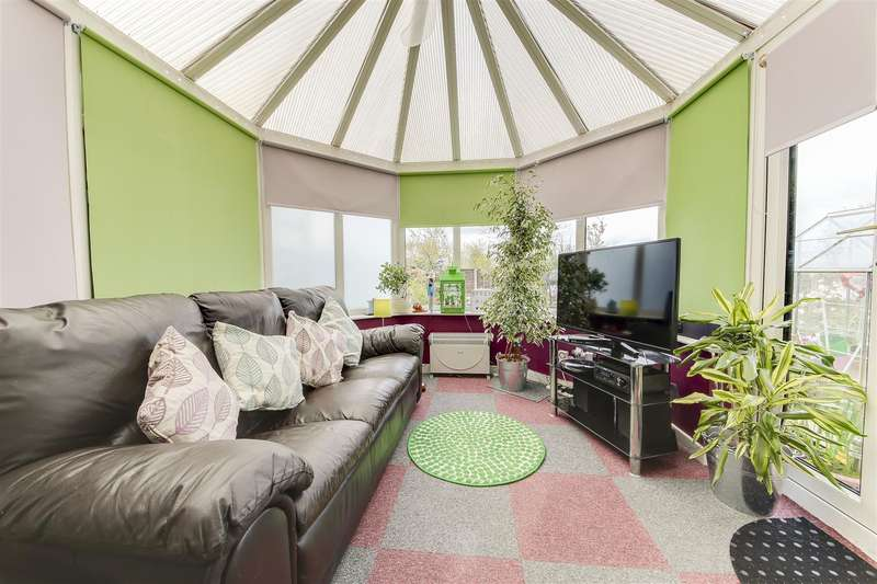 3 Bedrooms Property for sale in Highfield Park, Haslingden, Rossendale