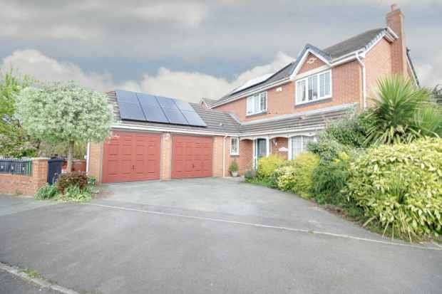 4 Bedrooms Detached House for sale in Moors Lane, Winsford, Cheshire, CW7 4EL