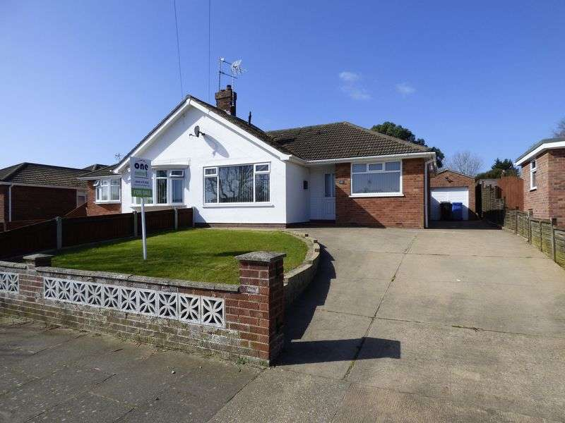 2 Bedrooms Semi Detached Bungalow for sale in Higher Drive, Lowestoft