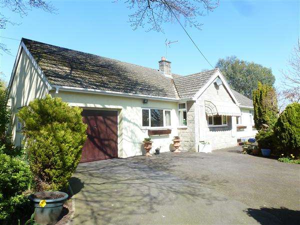 3 Bedrooms Bungalow for sale in High Trees, Wolvershill Road, Winscombe
