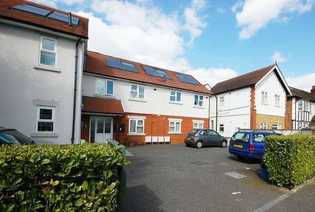 1 Bedroom Flat for sale in Broad Lane, Hampton