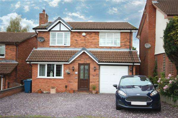 4 Bedrooms Detached House for sale in Lyndhurst Grove, Stone, Stoke-on-Trent