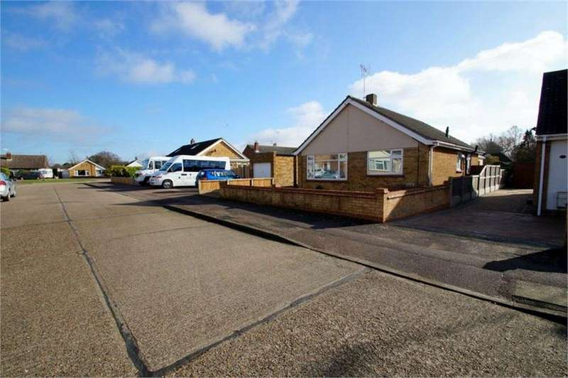 2 Bedrooms Detached Bungalow for sale in Peartree Way, Little Clacton, CLACTON-ON-SEA, Essex