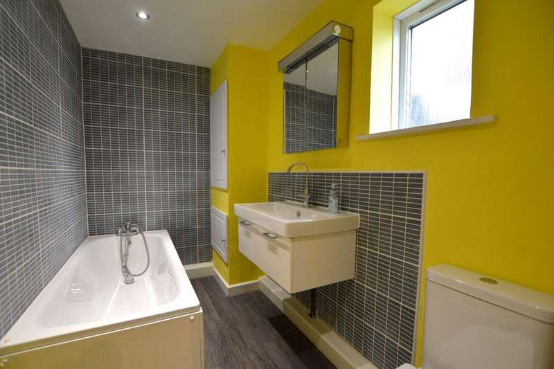 4 Bedrooms Semi Detached House for sale in Broadmead Catford SE6