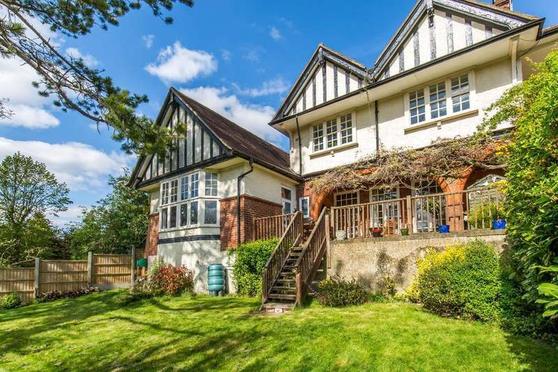 2 Bedrooms Maisonette Flat for sale in Sanderstead Road, Sanderstead, Surrey, CR2 0AJ