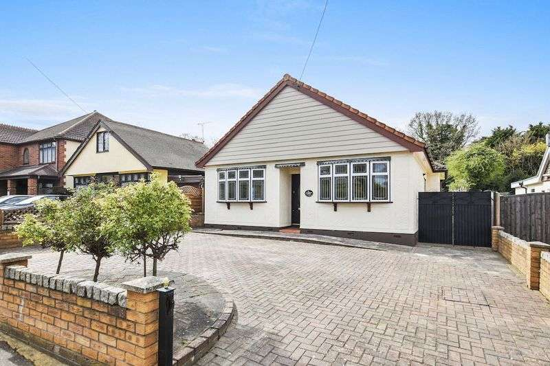 3 Bedrooms Detached Bungalow for sale in Glenwood Avenue, Leigh-On-Sea