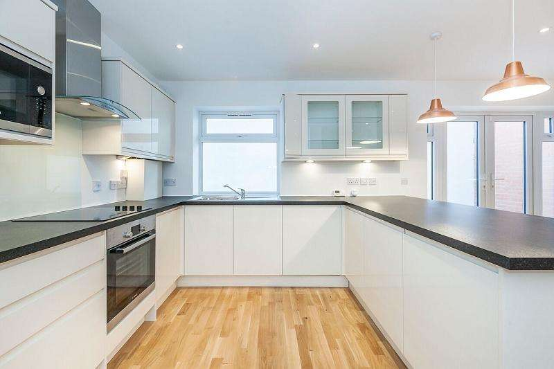 4 Bedrooms Terraced House for sale in Braemar Road, Plaistow, London, Greater London. E13 8EH
