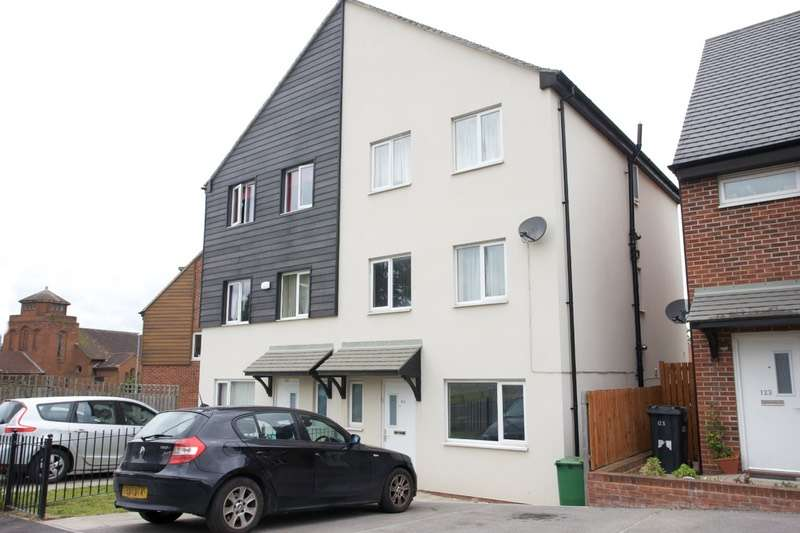 4 Bedrooms Semi Detached House for sale in Foundry Mill Street, Leeds, West Yorkshire, LS14