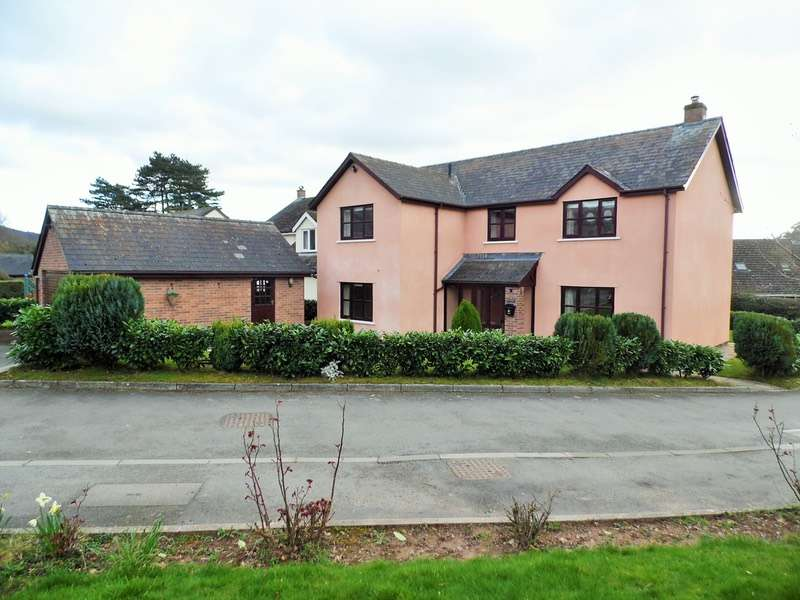 4 Bedrooms Detached House for sale in Lake View Close, Brecon, Powys, LD3