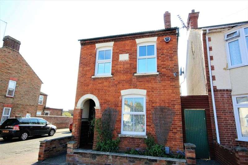3 Bedrooms Detached House for sale in Cleveland Street, Bedford