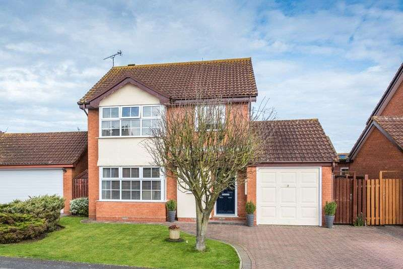 4 Bedrooms Detached House for sale in Patrick Way, Aylesbury