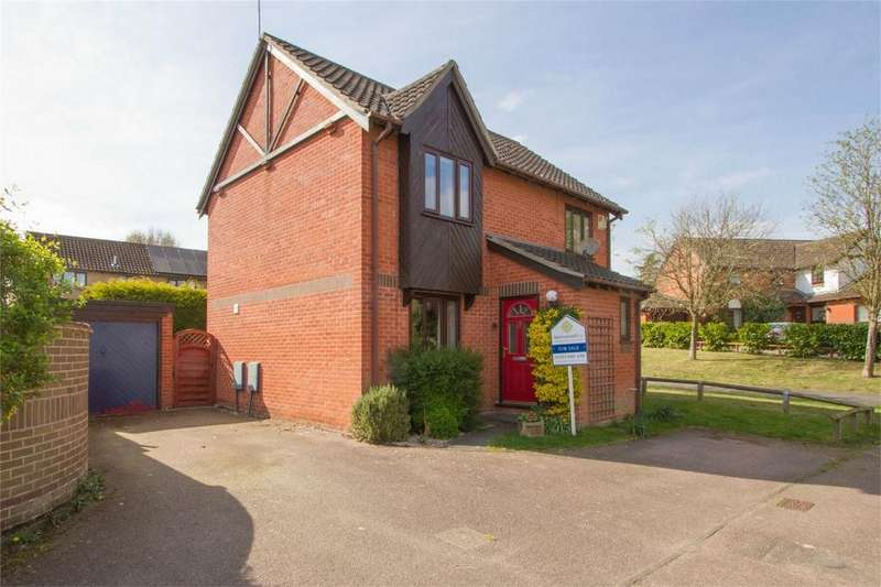3 Bedrooms Detached House for sale in Nelson Close, Hethersett, Norfolk