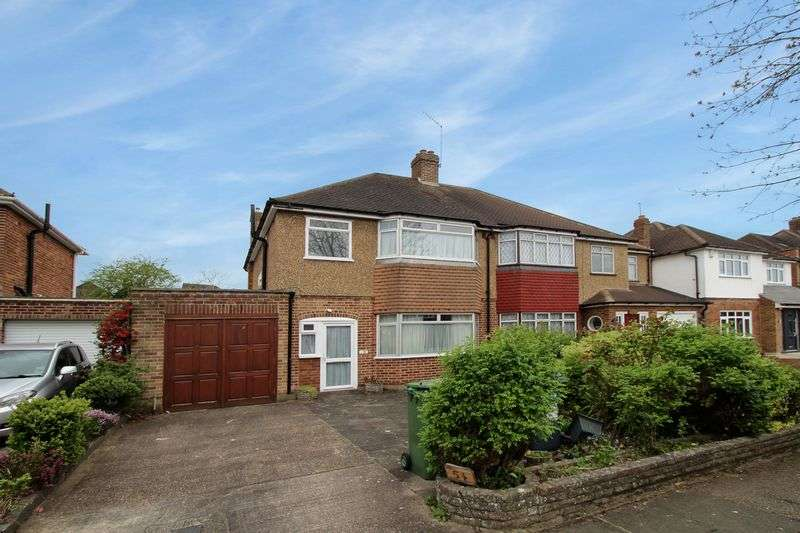 3 Bedrooms Semi Detached House for sale in Anglesmede Crescent, Pinner