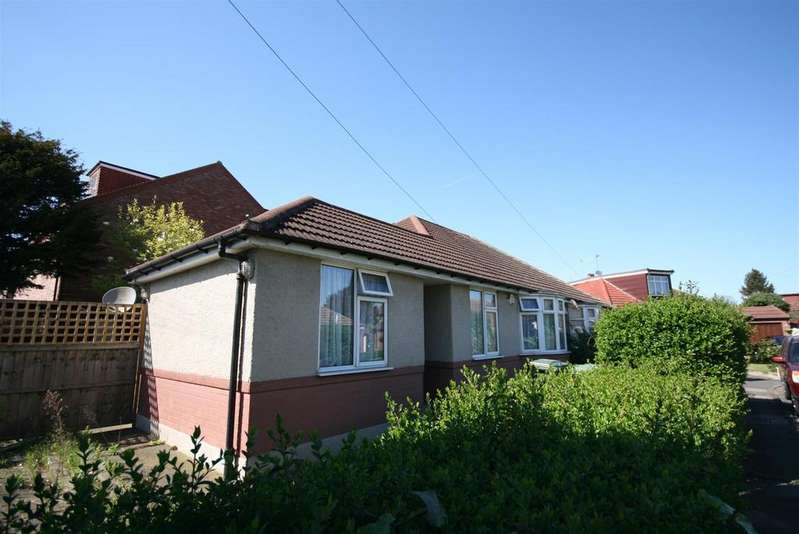 3 Bedrooms Bungalow for sale in Chrislaine Close, Stanwell, Staines-Upon-Thames