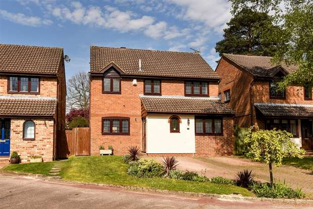4 Bedrooms Detached House for sale in Leith Close, CROWTHORNE, Berkshire
