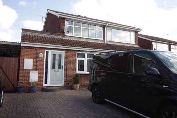 4 Bedrooms Semi Detached House for sale in Menson Drive, Doncaster, South Yorkshire, DN7 6RB