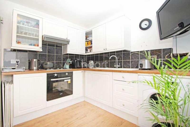 2 Bedrooms Flat for sale in Nutfield Road, London, E15