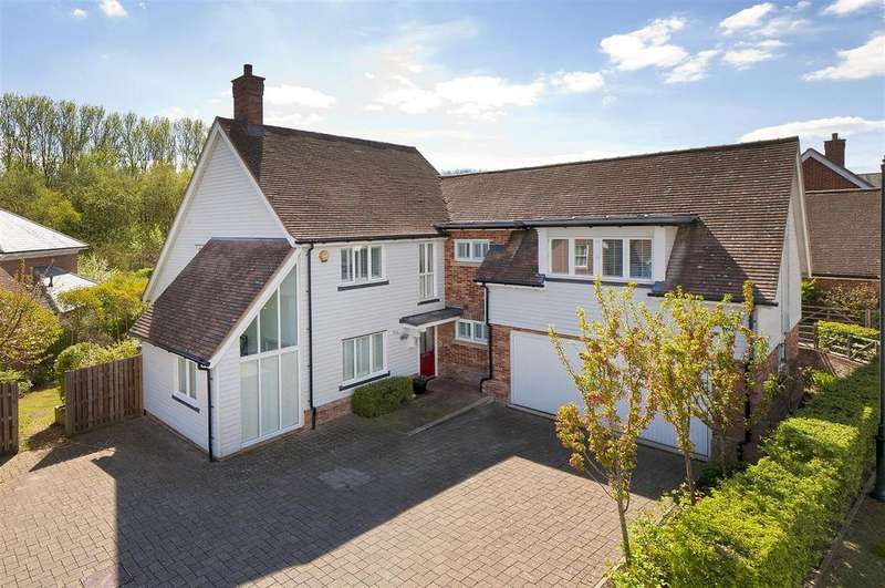 4 Bedrooms Detached House for sale in Shoesmith Lane, Kings Hill, ME19 4FF