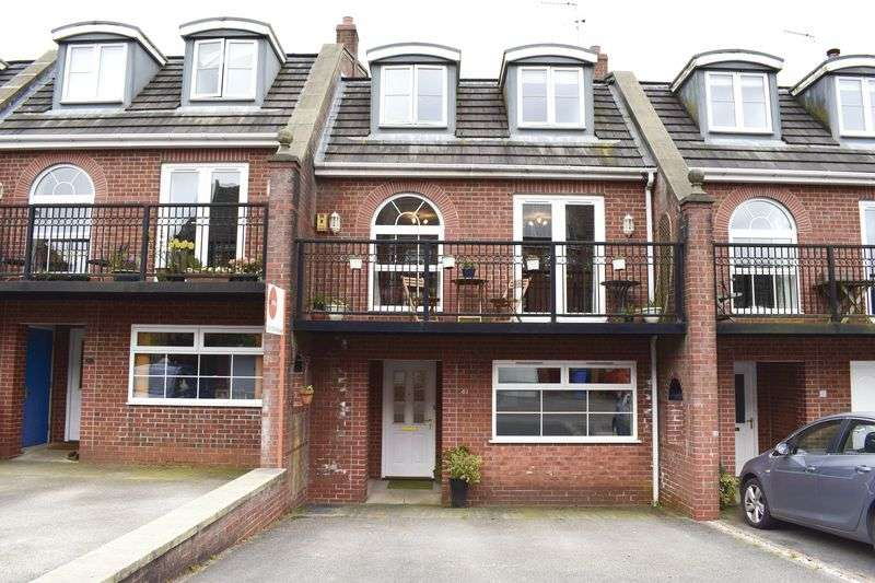 4 Bedrooms House for sale in Hunts Field Close, Lymm