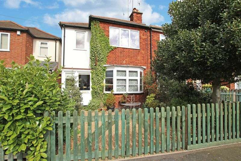 2 Bedrooms Terraced House for sale in Holmfield Avenue, Stoneygate