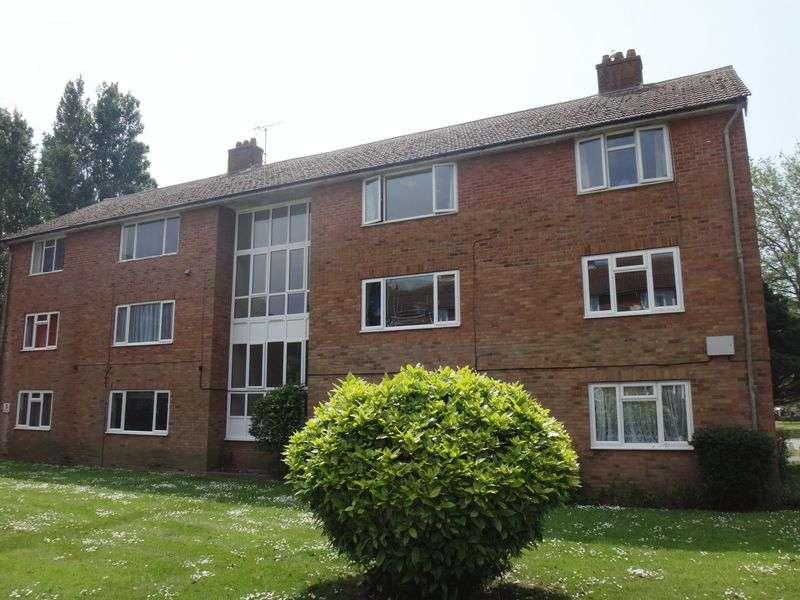 2 Bedrooms Flat for sale in Meadway Court, Worthing