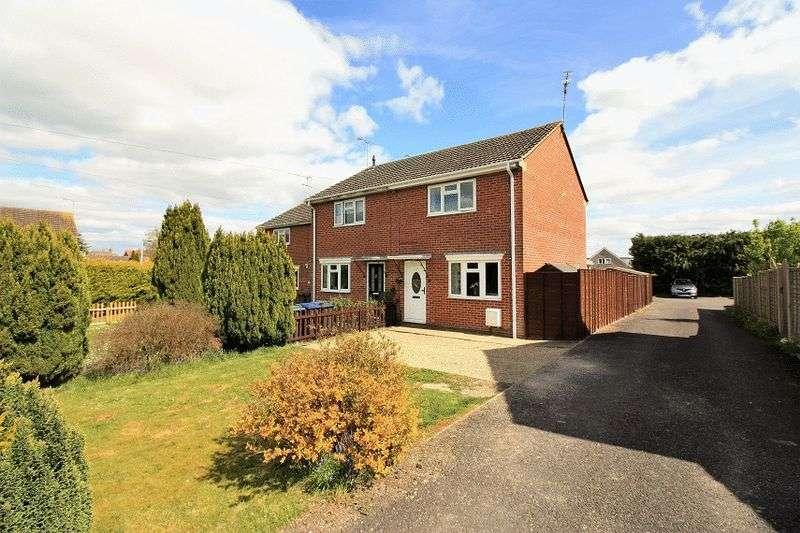 2 Bedrooms Terraced House for sale in Pinckneys Way, Durrington
