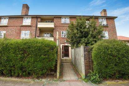 2 Bedrooms Flat for sale in Swiftsden Way, Bromley
