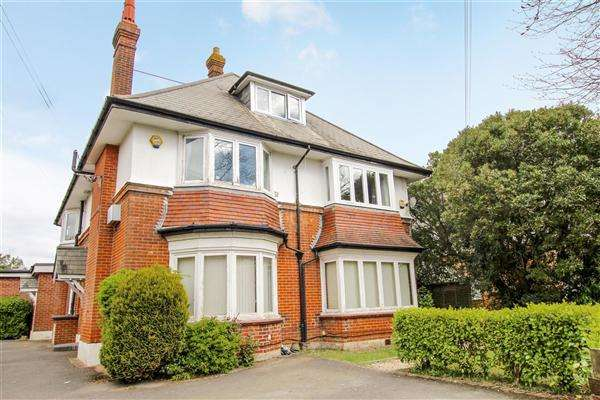2 Bedrooms Flat for sale in Porchester Road, Bournemouth