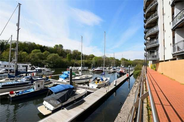 2 Bedrooms Flat for sale in Watkiss Way, Victoria Wharf, CARDIFF