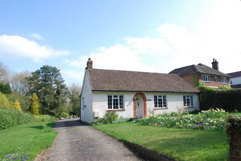 3 Bedrooms Detached Bungalow for sale in Tower Road, Coleshill, HP7