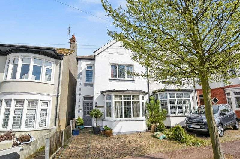 4 Bedrooms Terraced House for sale in Lord Roberts Avenue, Leigh-On-Sea