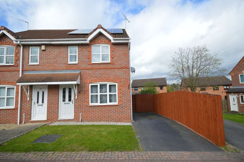3 Bedrooms Semi Detached House for sale in Laithes Court, Wakefield