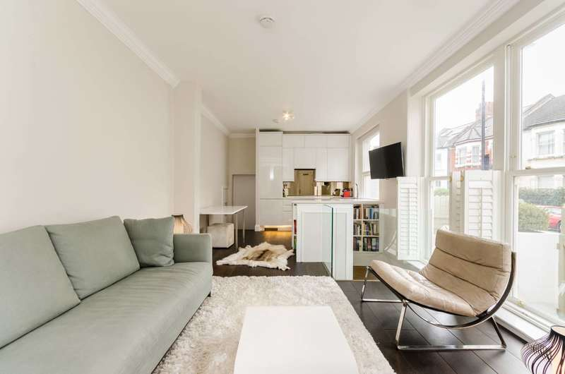 3 Bedrooms Maisonette Flat for sale in Waldemar Avenue, Fulham, SW6