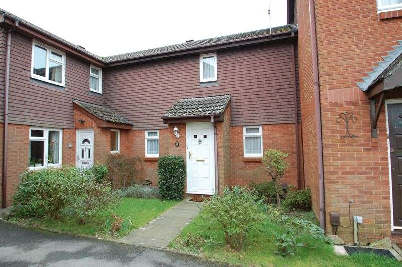 2 Bedrooms Terraced House for sale in Dukes Close, Petersfield