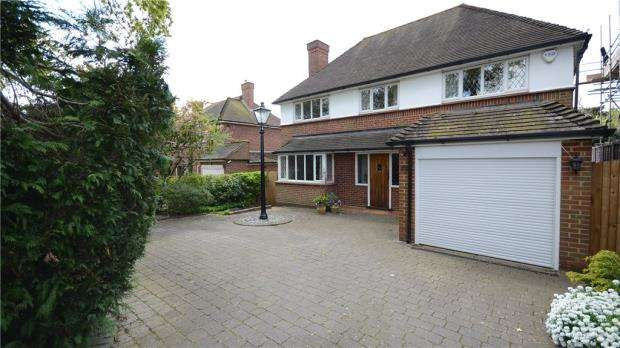 4 Bedrooms Detached House for sale in Ayling Lane, Aldershot, Hampshire
