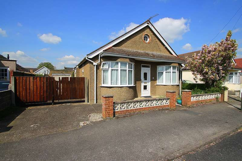 4 Bedrooms Detached Bungalow for sale in Townsend Road, Ashford, TW15