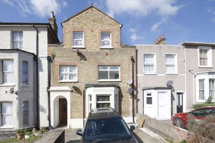 1 Bedroom Flat for sale in Faversham Road Catford SE6