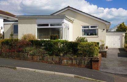 3 Bedrooms Bungalow for sale in Teignmouth, Devon