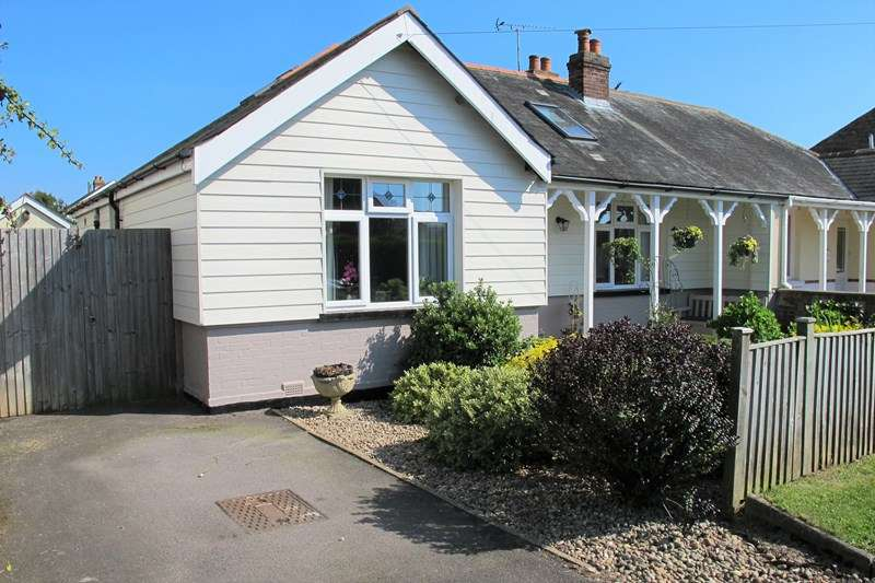 4 Bedrooms Bungalow for sale in Ryde Place, Lee-On-The-Solent