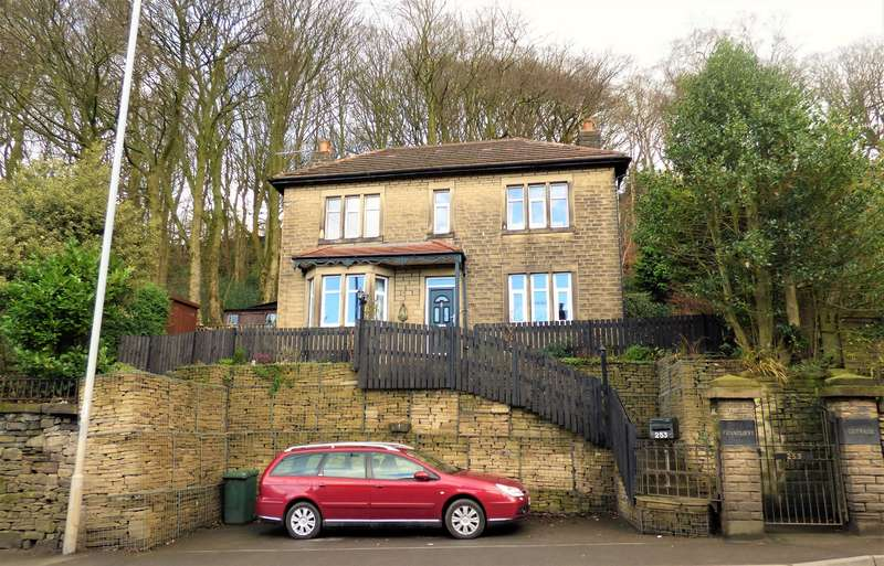 3 Bedrooms Detached House for sale in Ferncliffe Cottage, Halifax Road, Keighley