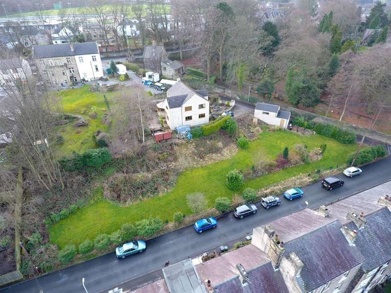 3 Bedrooms Detached House for sale in Cemetery Lane, Keighley, BD20 6AX