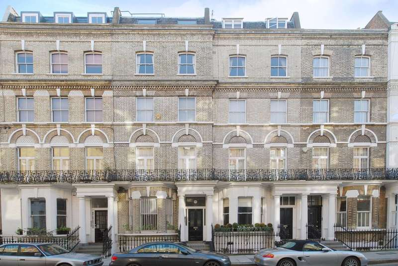 3 Bedrooms Flat for sale in Elm Park Road, Chelsea, SW3
