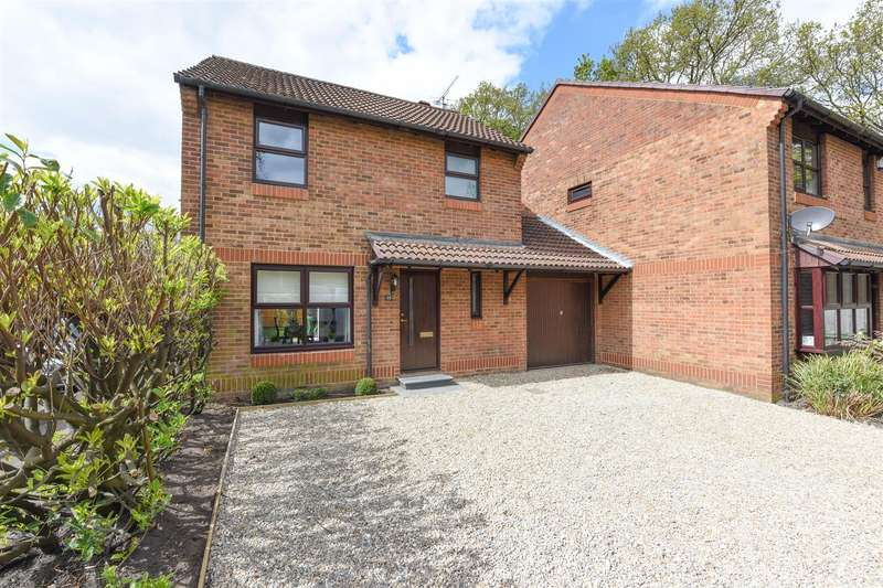 3 Bedrooms House for sale in Fisher Close, Hersham, Walton-On-Thames