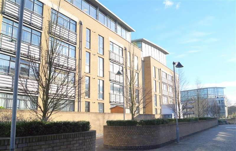 2 Bedrooms Flat for sale in 1 Town Meadow, Brentford, Middlesex, TW8 0BQ