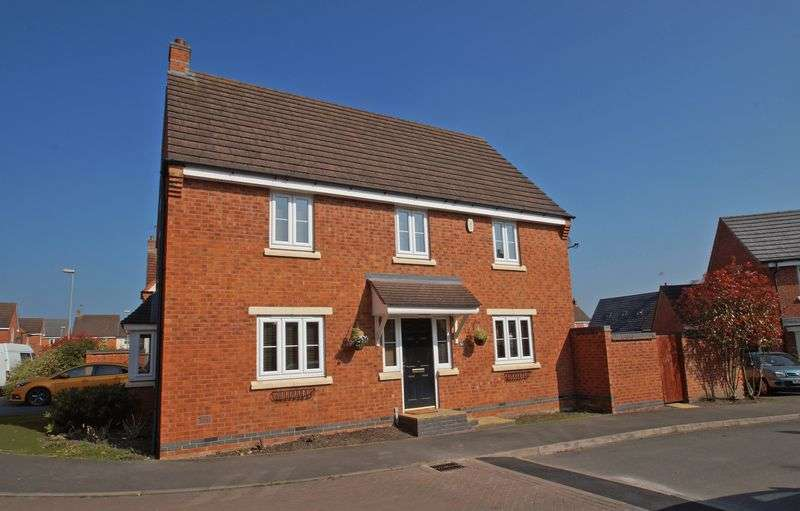 4 Bedrooms Detached House for sale in Pitchcombe Close, Lodge Park. Redditch