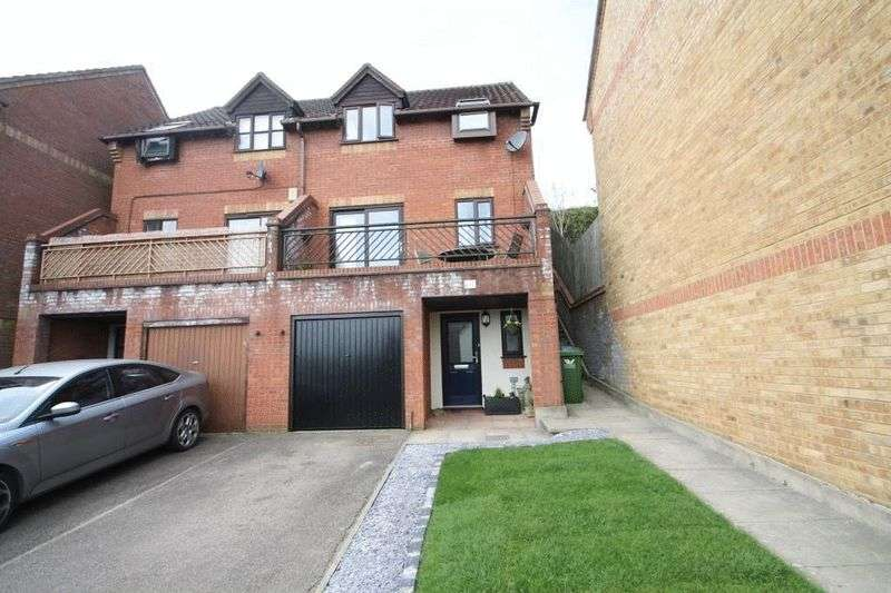 3 Bedrooms Semi Detached House for sale in Flitcroft Lea, High Wycombe